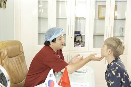 Chuyên gia tư vấn phẫu thuật nâng mũi Hàn Quốc