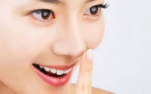 Động tác đẩy mũi đơn giản giúp mũi cao tự nhiên