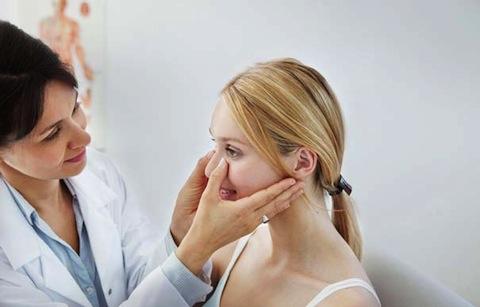 Bật mí 5 cách nắn lại sống mũi bị lệch sau nâng hiệu quả vượt trội tại nhà