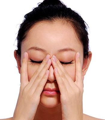 Mũi bị lệch sau nâng sẽ được khắc phục hoàn toàn với 10 ngón tay