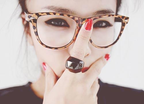 Nâng mũi có đeo kính được không? Tư vấn bác sĩ